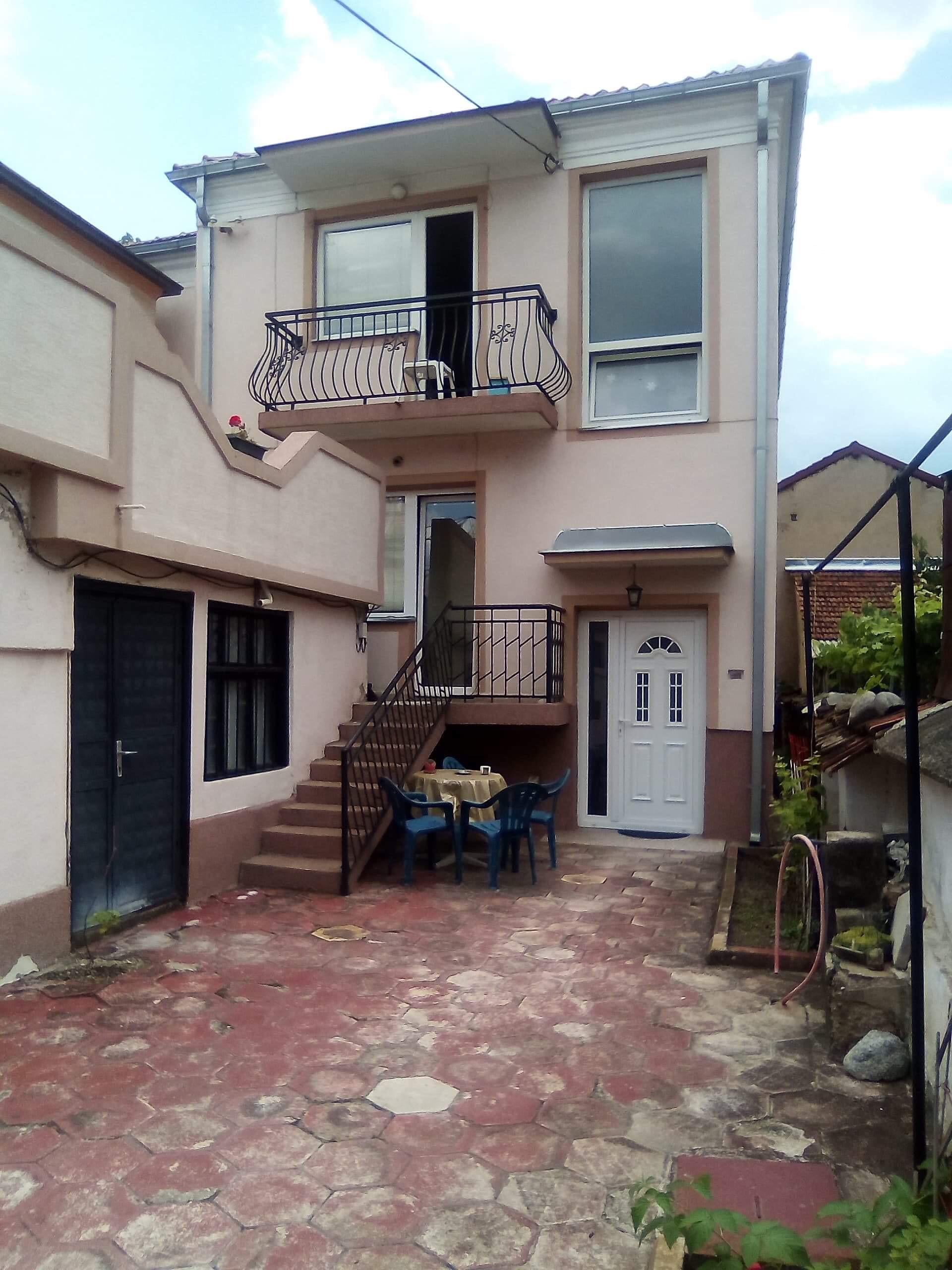 Продавам куќа во центарот на Битола