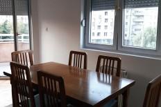 Издавам наместен стан во Центар