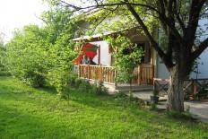 Продавам викендица-куќа на 10 км од Скопје пред наплатна Петровец