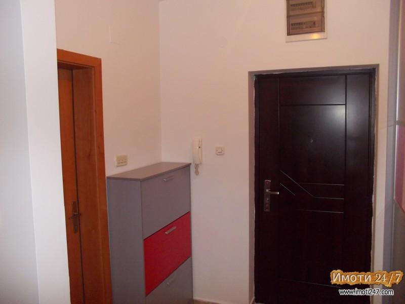 Се изнајмува празен стан 52 м2 во Расадник