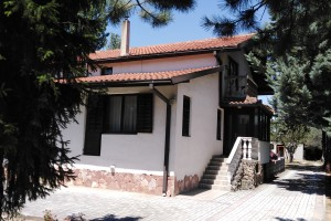 Семејна куќа со двор