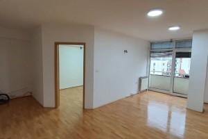 Se izdava stan vo Centar 65m2