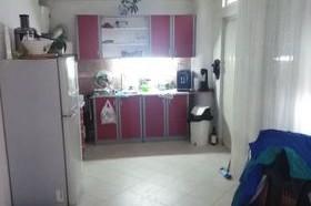 Prodavam stan vo Centar  sprat od kuka  89 m2 na kat 1 totalno nezavisen so 2 vleza Stanot ima