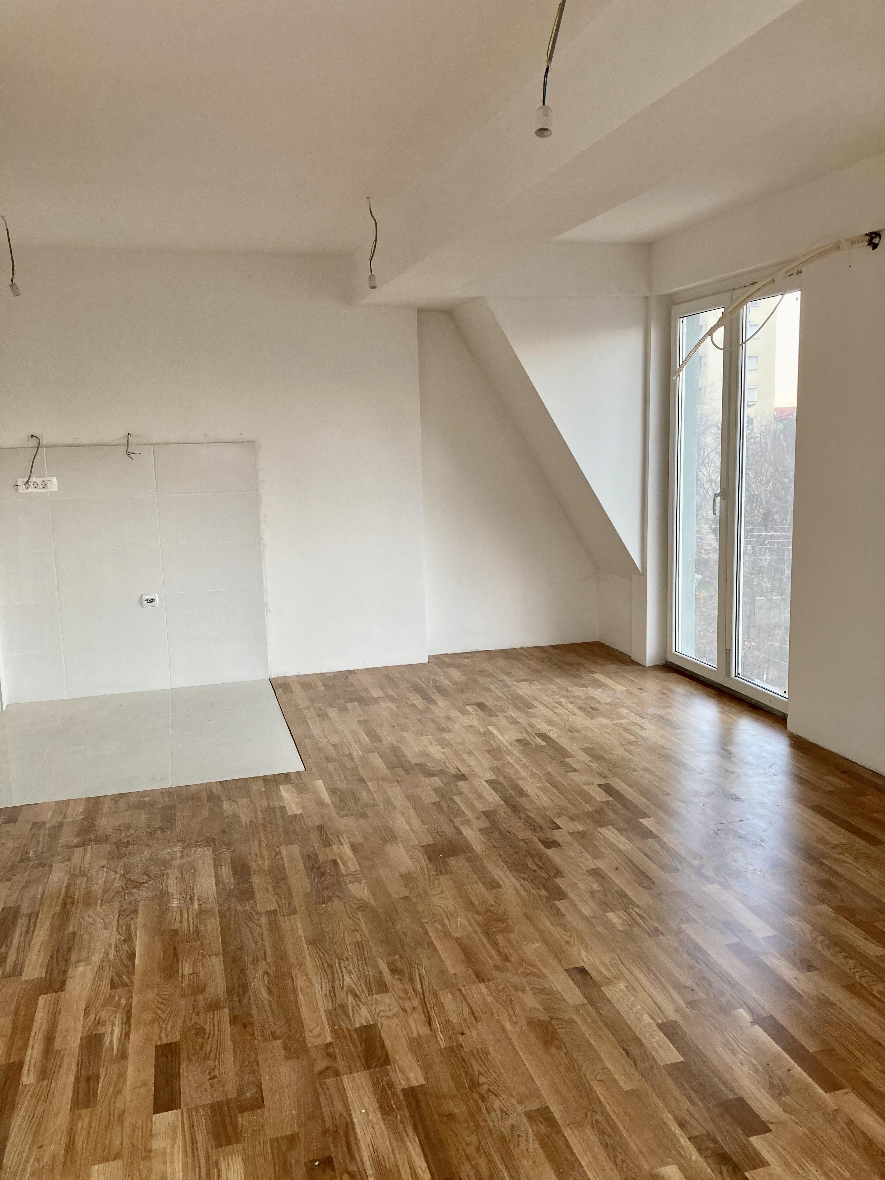 Се продава трособен стан во Кисела Вода