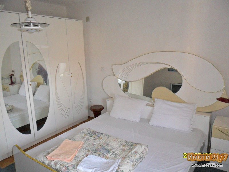 Соби и апартмани во Струга