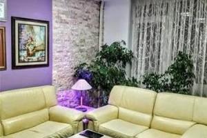 Се продава реновиран стан 90м2Градски Зид-Строг Центар